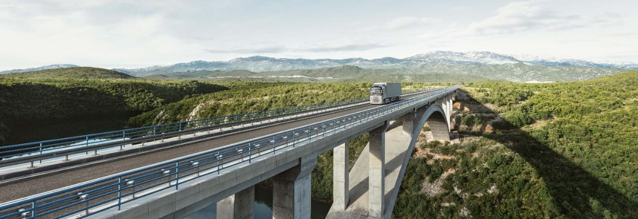 Lkw mit Gasantrieb senken die Emissionen und die Kraftstoffkosten.